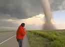 Człowiek i tornado
